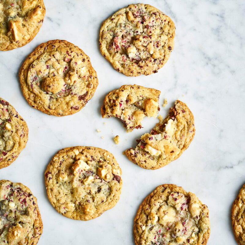 Biscuiți dublu cu ciocolată de meringă de nuc