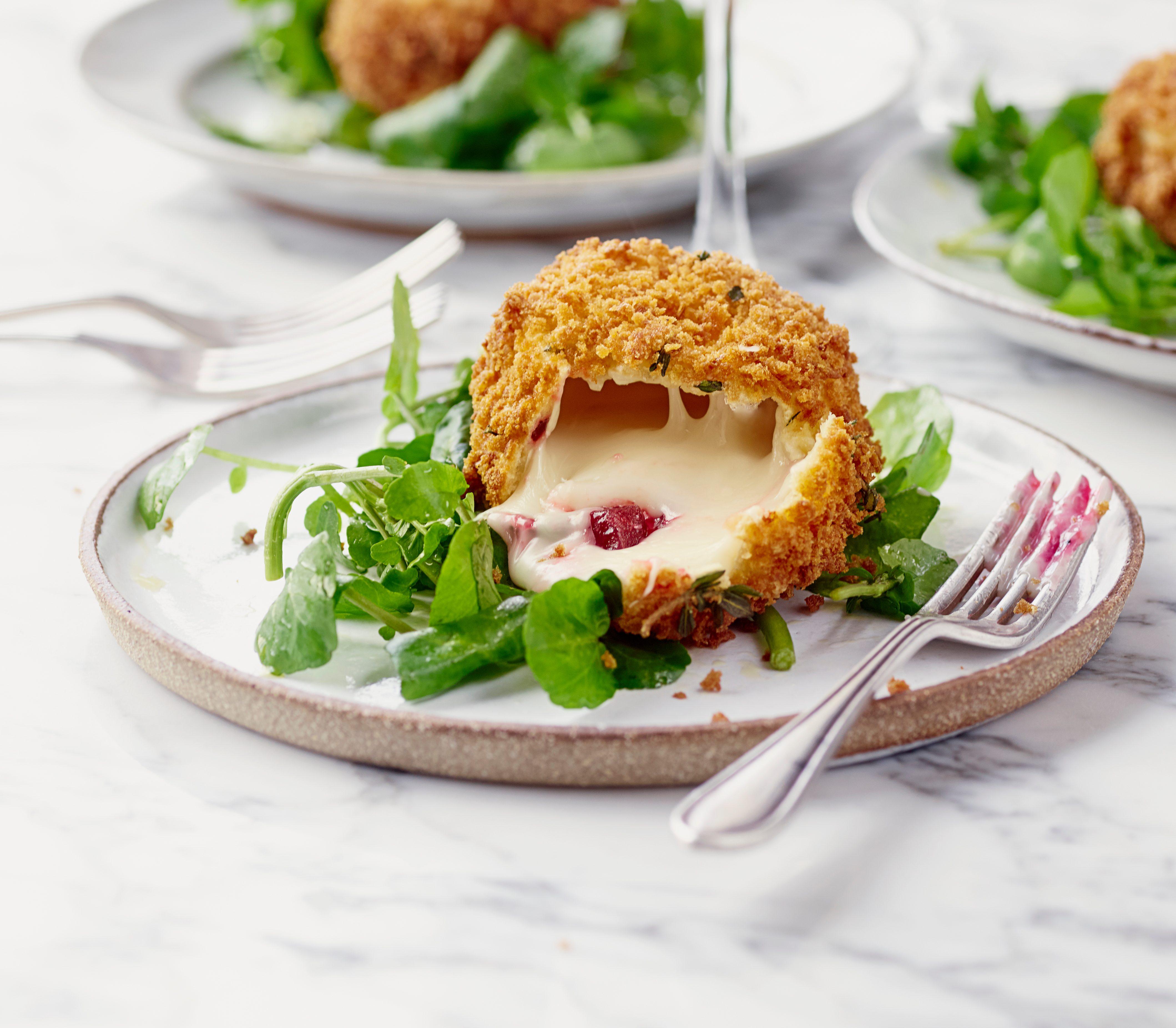 Rețetă de brânză de capră prăjită cu sfeclă roșie și chutney de ghimbir