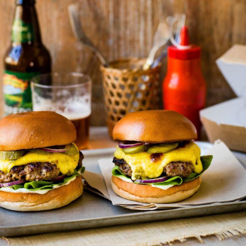 Burgeri în stil Diner cu Rarbit Jalapeño