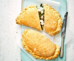Rețetă vegetariană Calzone cu Kale și Ricotta