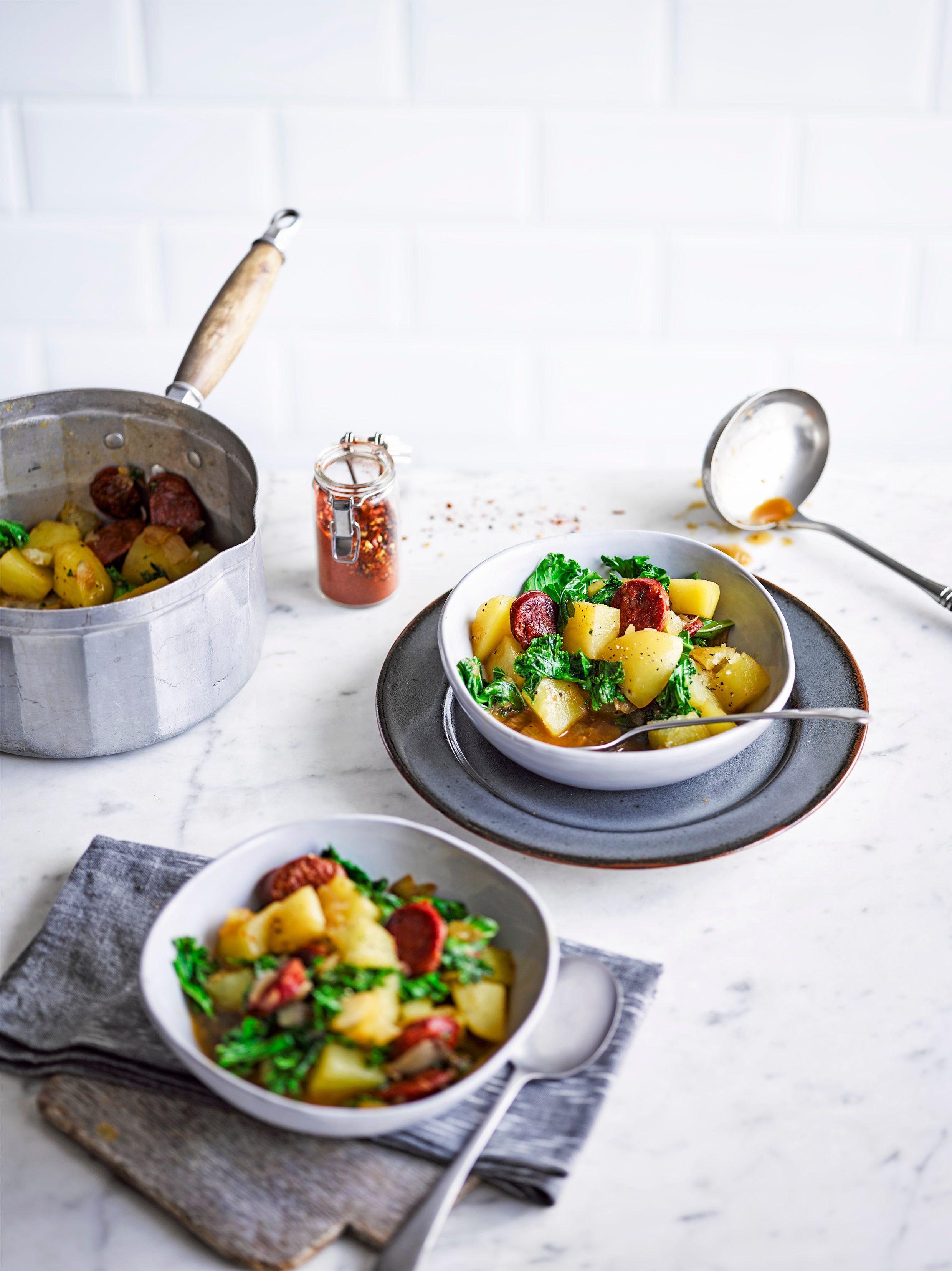 Cartofi, chorizo și tocană de kale