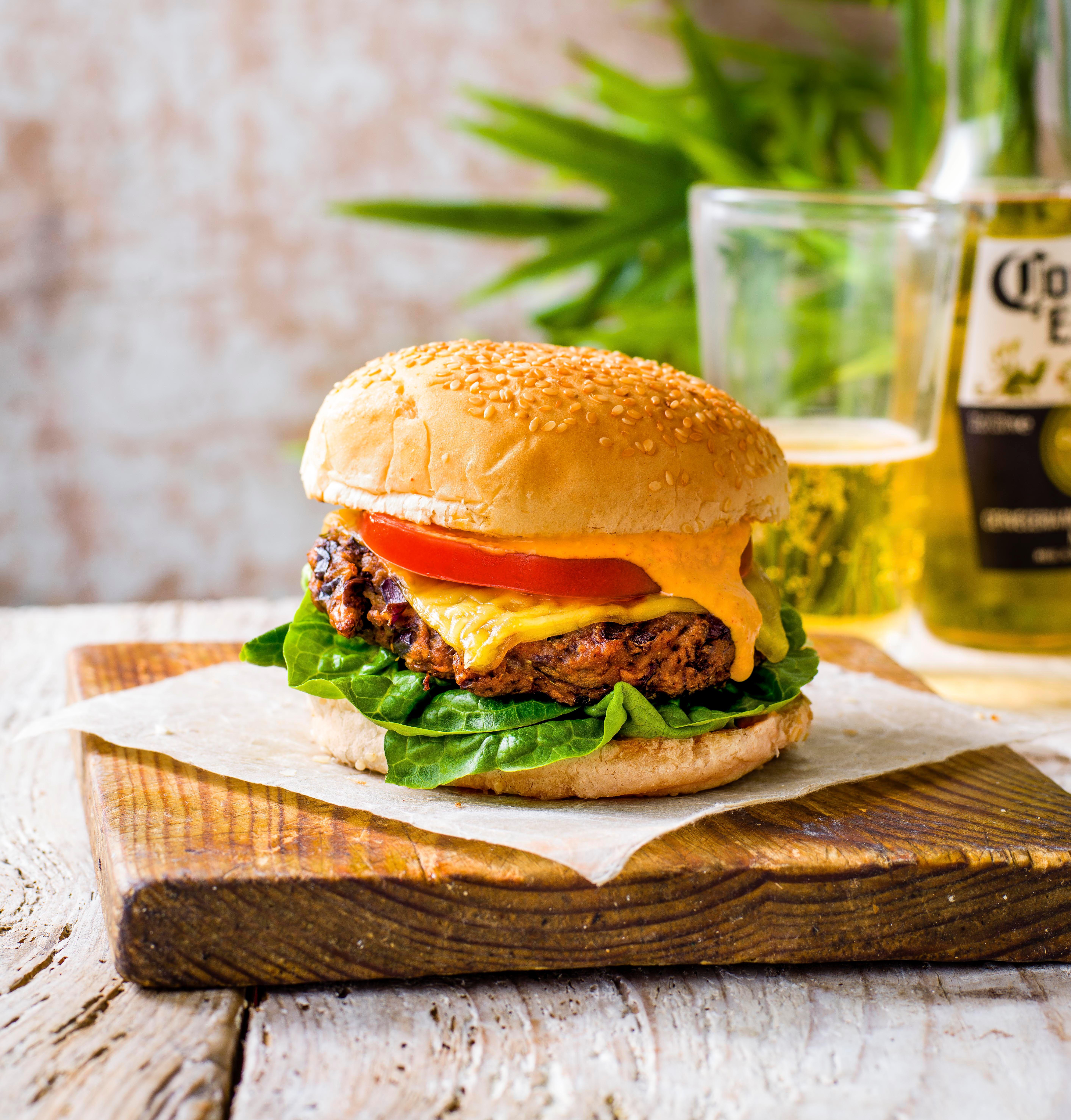 Rețetă Vegan Burger cu ciuperci cu Kimchi Mayo