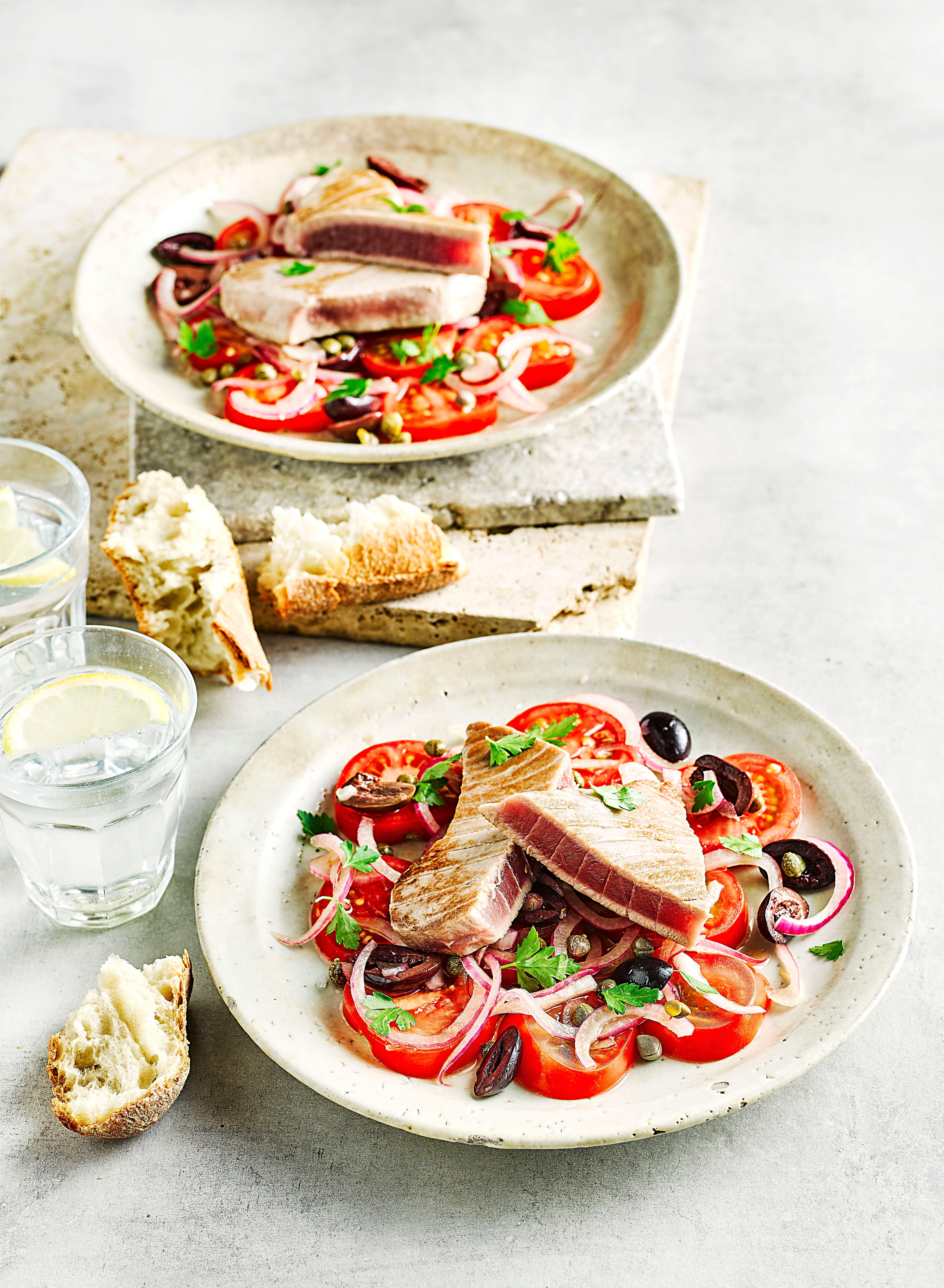 Rețetă rapidă de salată de ton și roșii cu măsline