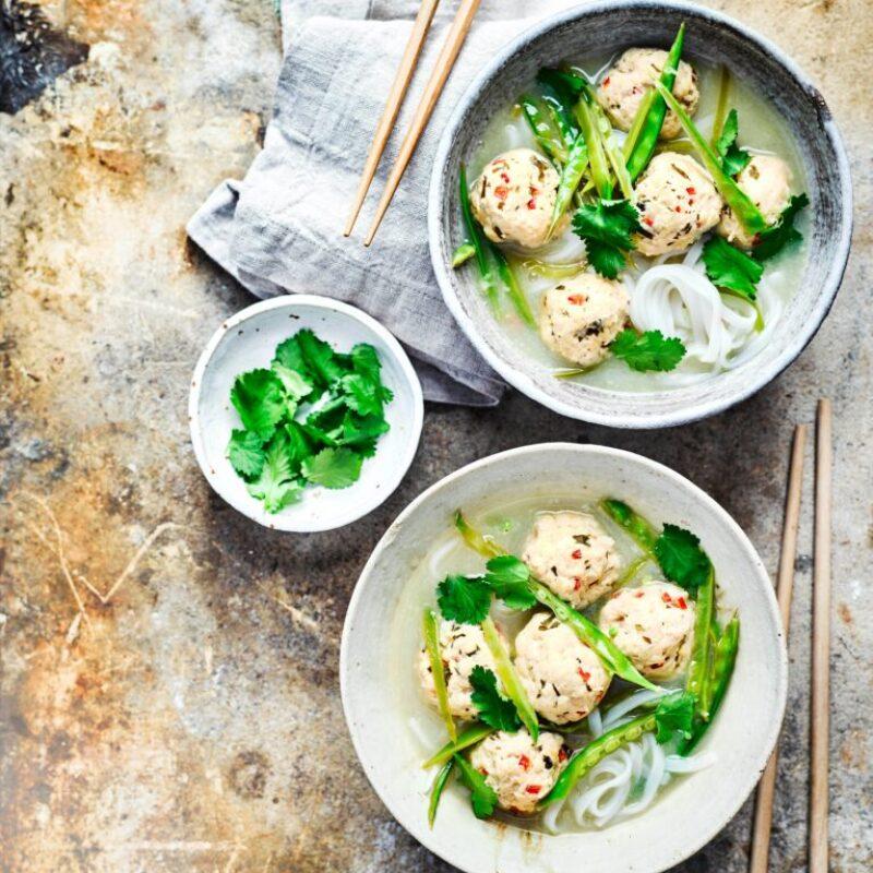 Rețetă de supă Tom Kha cu chiftele de pui