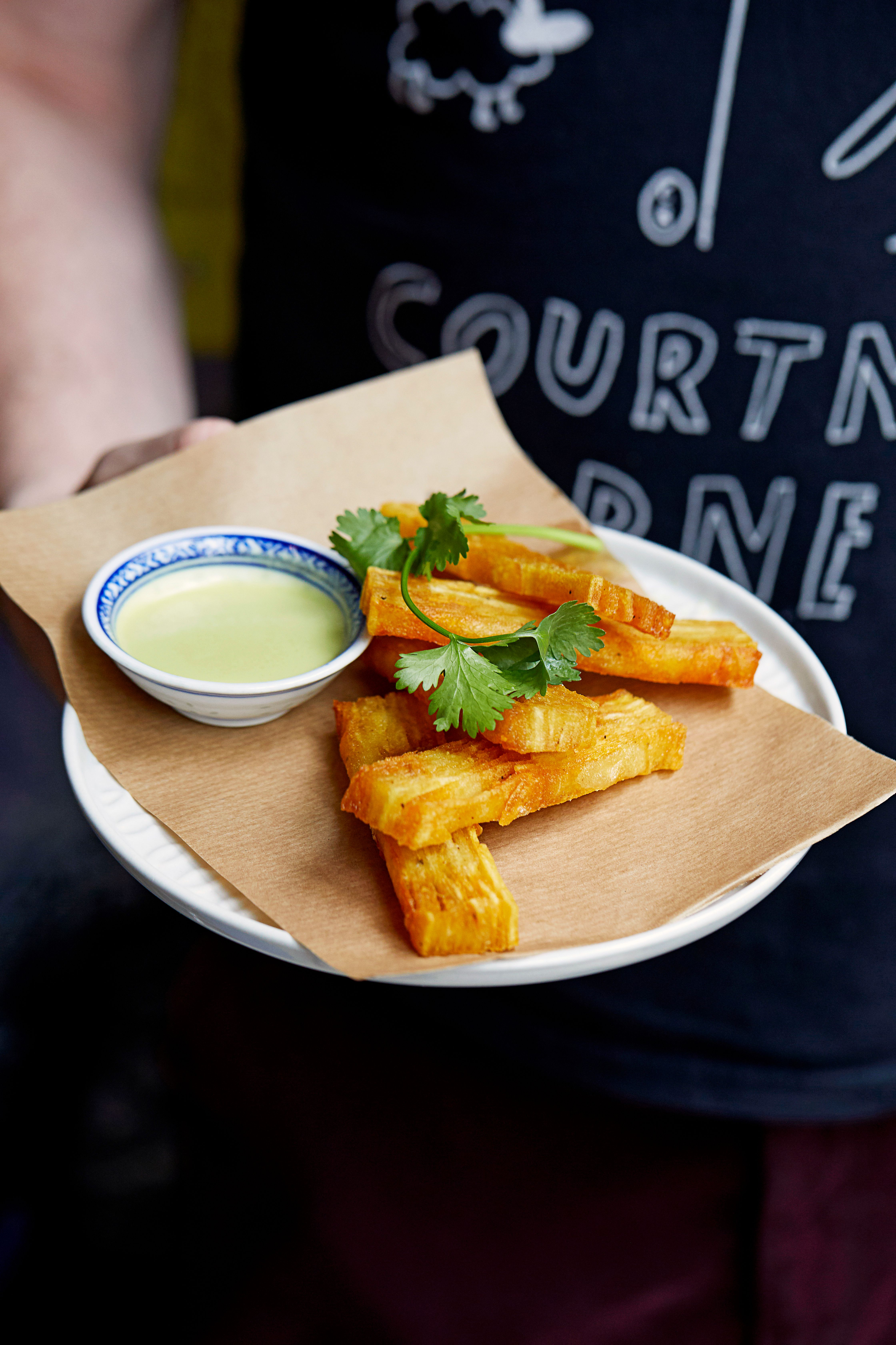Rețetă feliată de cartofi cu sos fierbinte Jalapeño