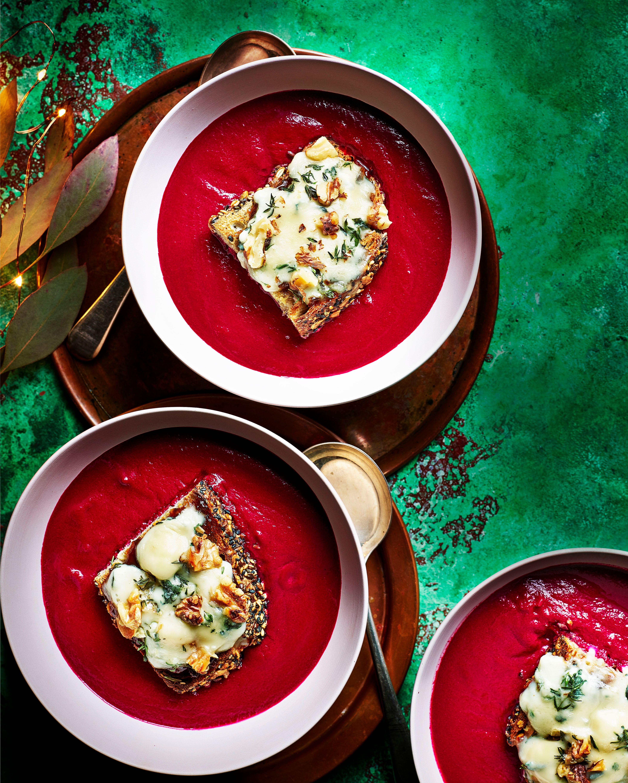 Rețetă de supă de sfeclă prăjită cu brânză albastră
