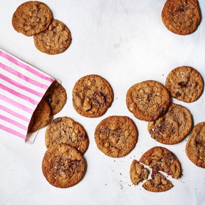 Rețetă de biscuiți cu ciocolată neagră cu nuci