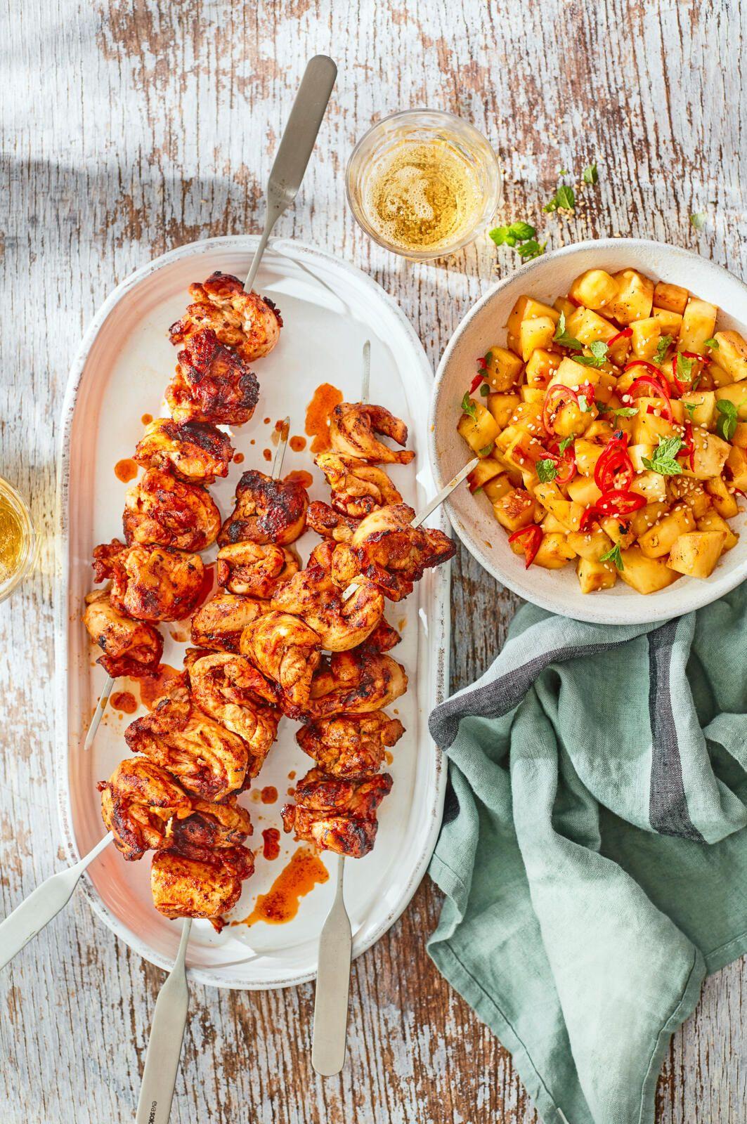 Kebaburi fierte de pui cu boia, cu ananas la grătar