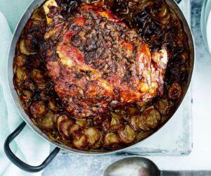 Miel de unt de hamsie prăjit cu cartofi noi boulangère