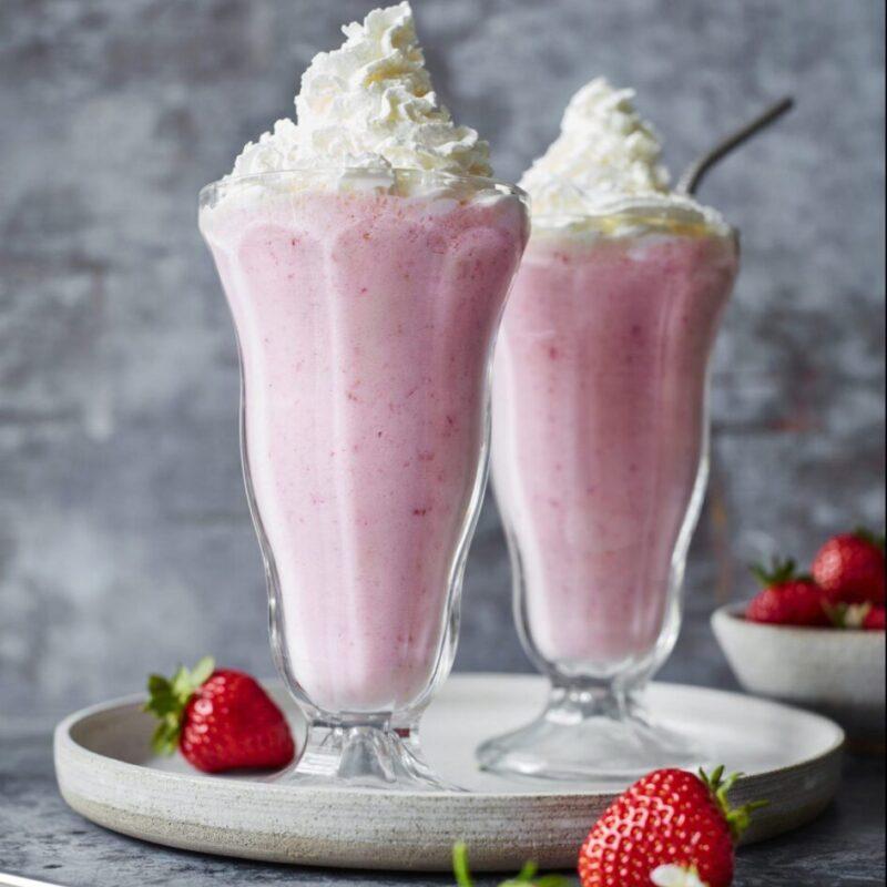 Milkshake de căpșuni în stil diner