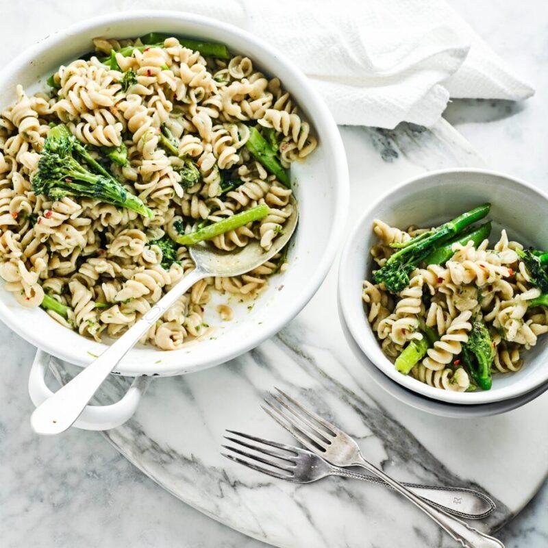 Rețetă de paste cu o oală cu hamsii și broccoli Tenderstem