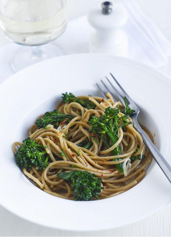 Rețetă de paste integrale cu broccoli și ardei iute