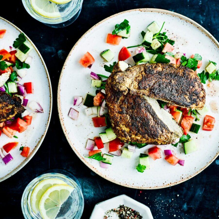 Rețetă de pui Ras El Hanout cu salată tocată
