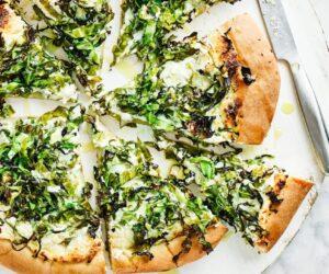 Rețetă de pizza Ricotta cu usturoi