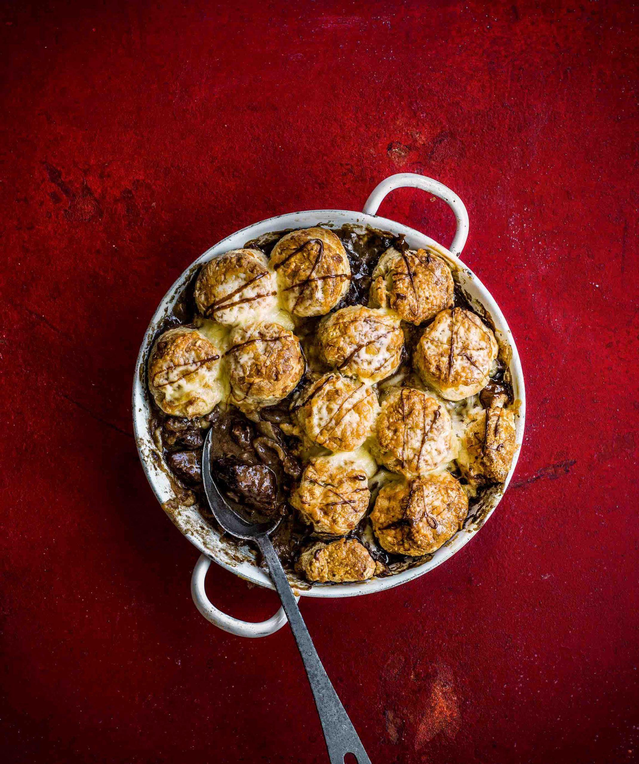 Rețetă de plăcintă de ciocolată de vită cu crustă de marmită de brânză