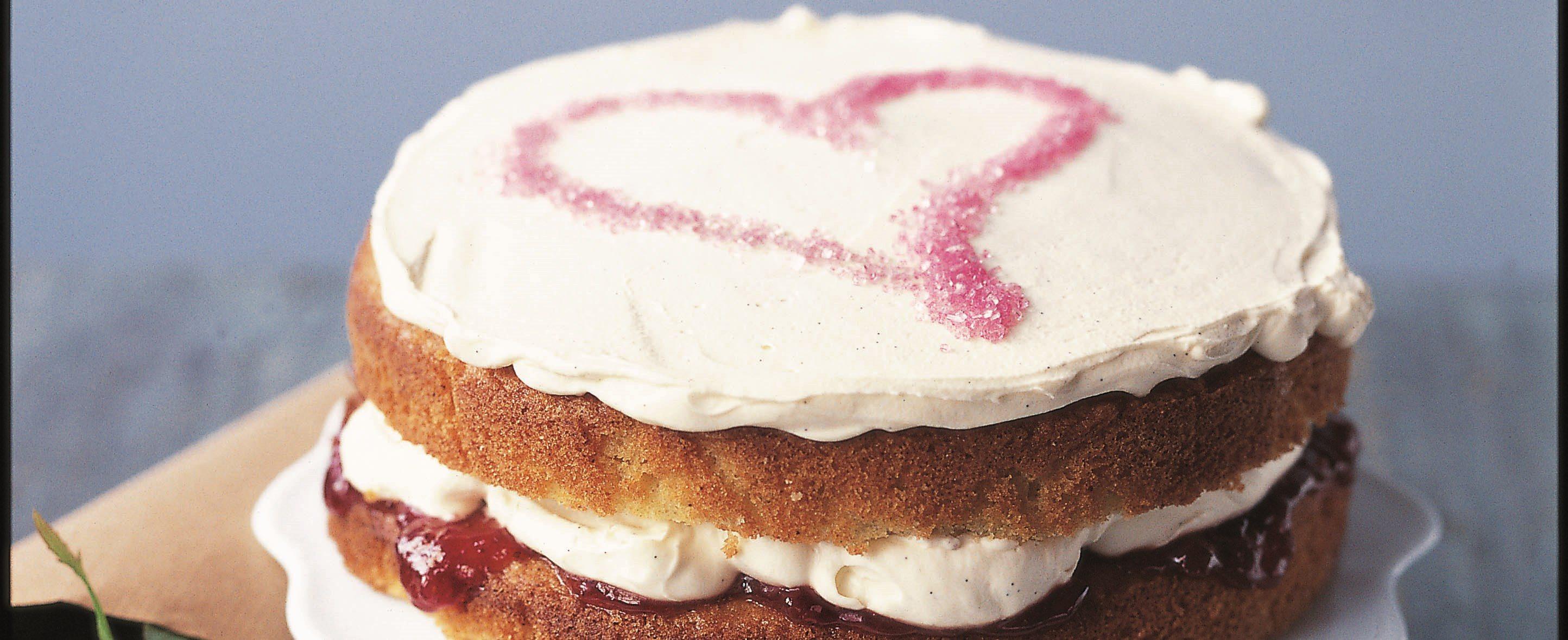 Prăjituri de Ziua Îndrăgostiților și cremă