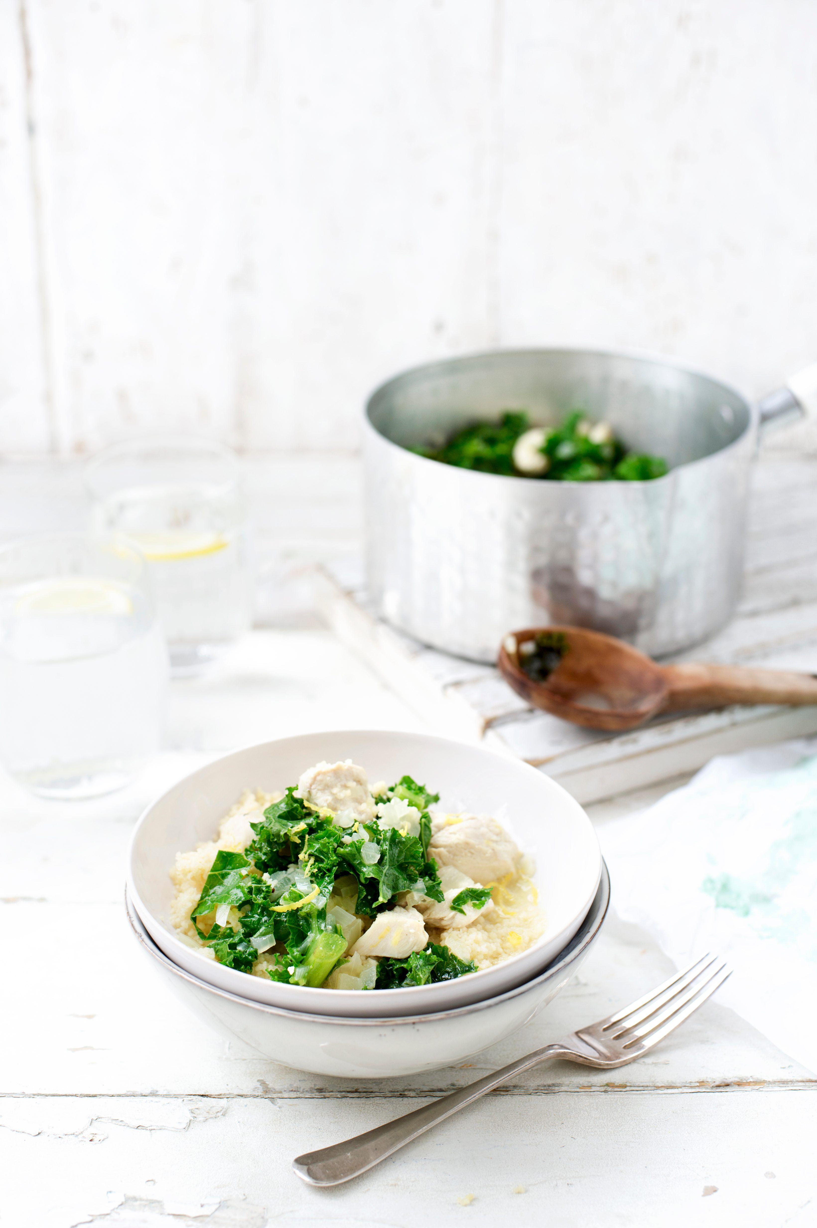 Rețetă de tocană cu pui, kale și cuscus