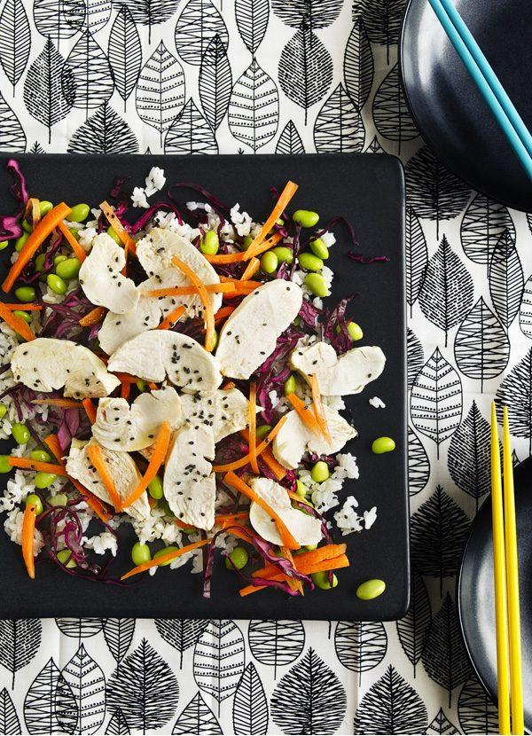 Pui de susan, varză roșie murată și salată de orez sushi
