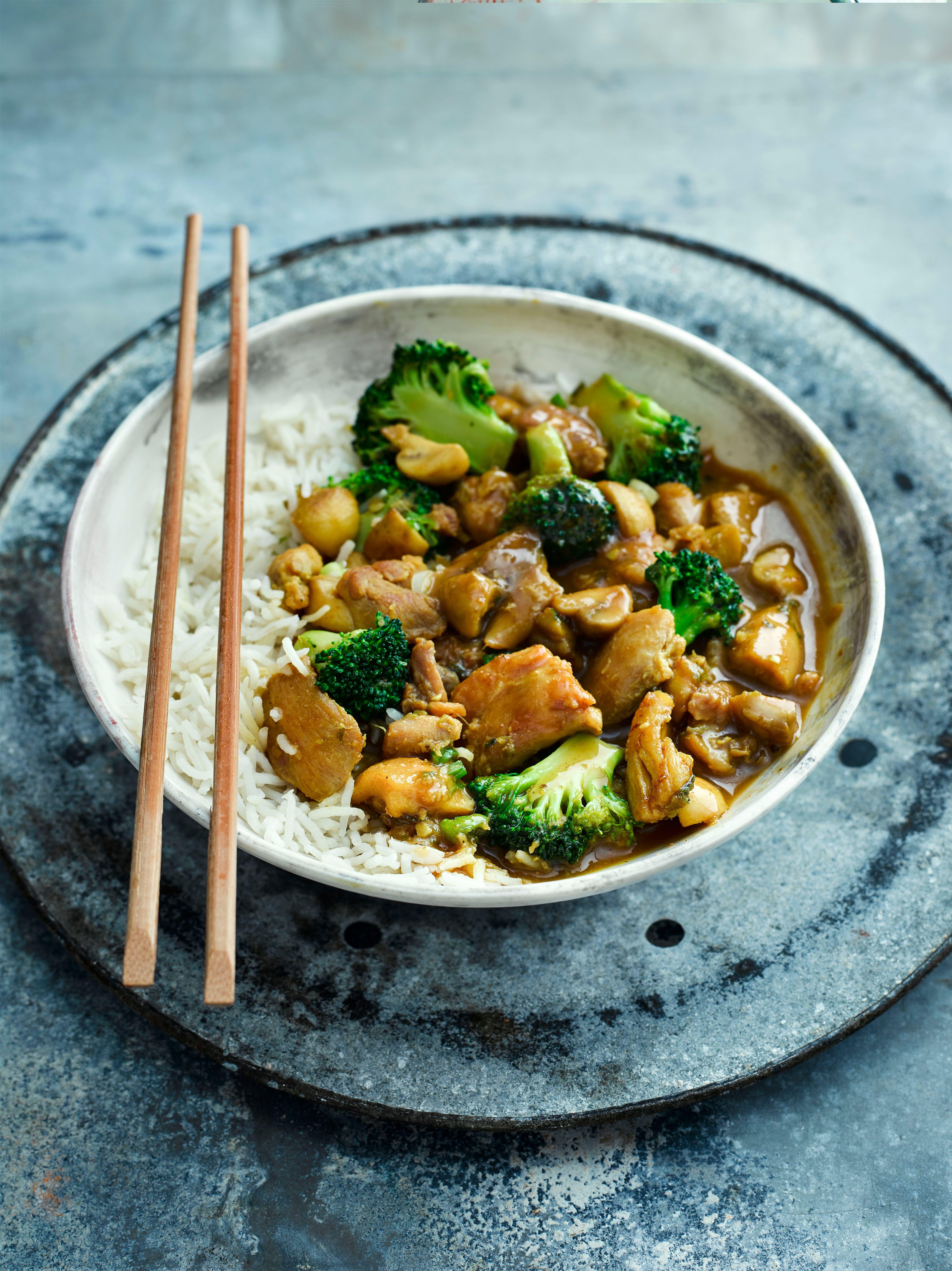 Rețetă japoneză de curry de pui cu broccoli și ciuperci