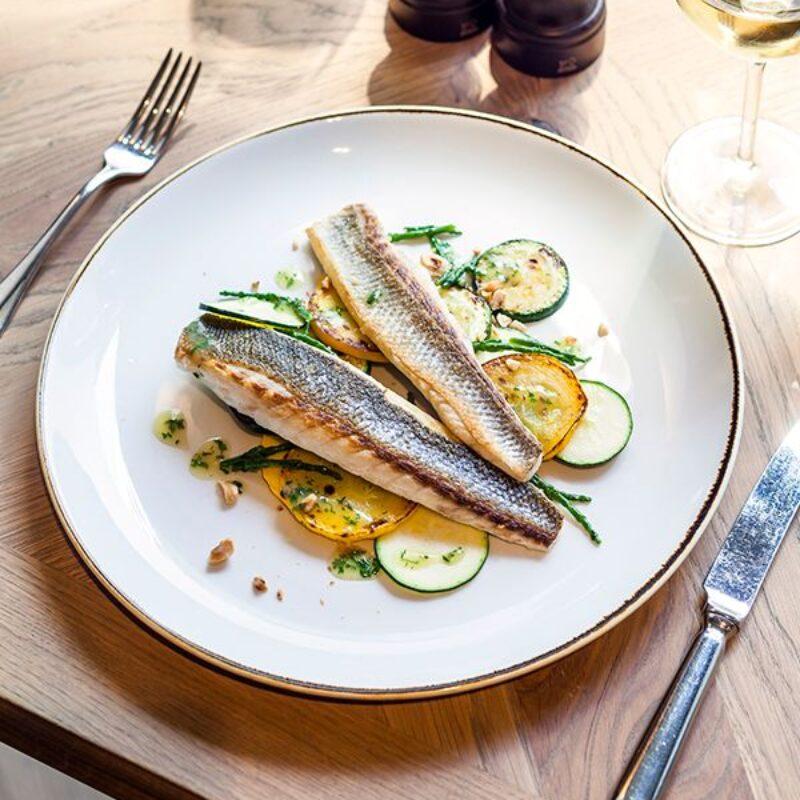 Rețete de briz de mare - Filet de briz de mare cu dovlecei la grătar, lămâie și alune