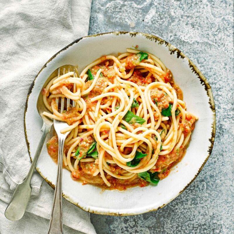 Rețetă rapidă și ușoară de spaghete cu sos de gazpacho