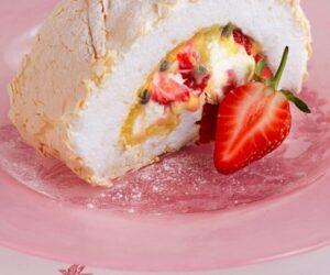 Rețetă de ruladă de meringă cu căpșuni cu fructe de pasiune