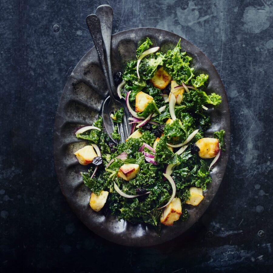 Rețetă de salată Halloumi, Kale și Tahini