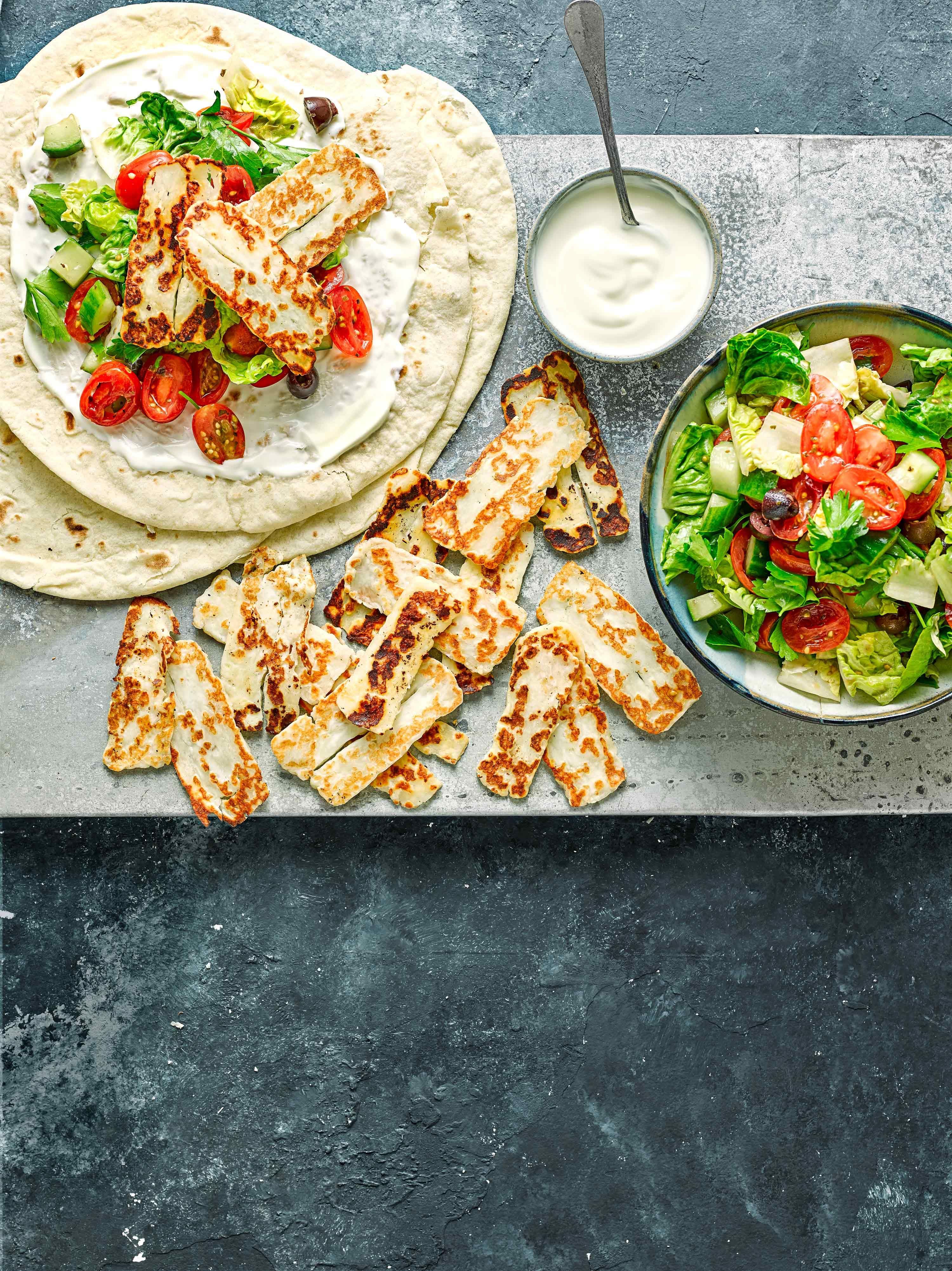 Rețetă de ambalaj Halloumi cu salată grecească