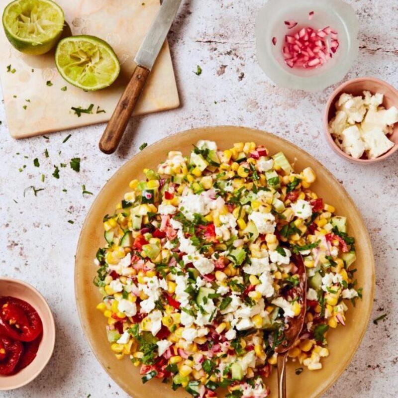 Salată crocantă de porumb dulce în stil Tex-Mex