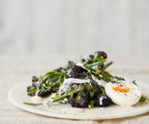 Rețetă sănătoasă de salată de broccoli cu hamsii și ouă