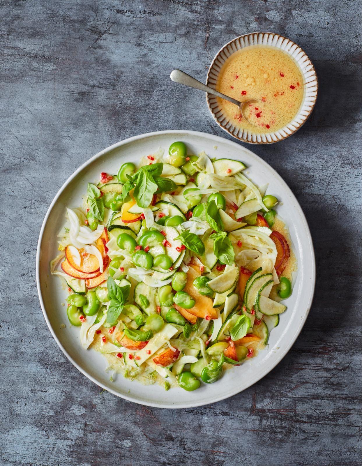 Salată de fasole, piersică și fenicul