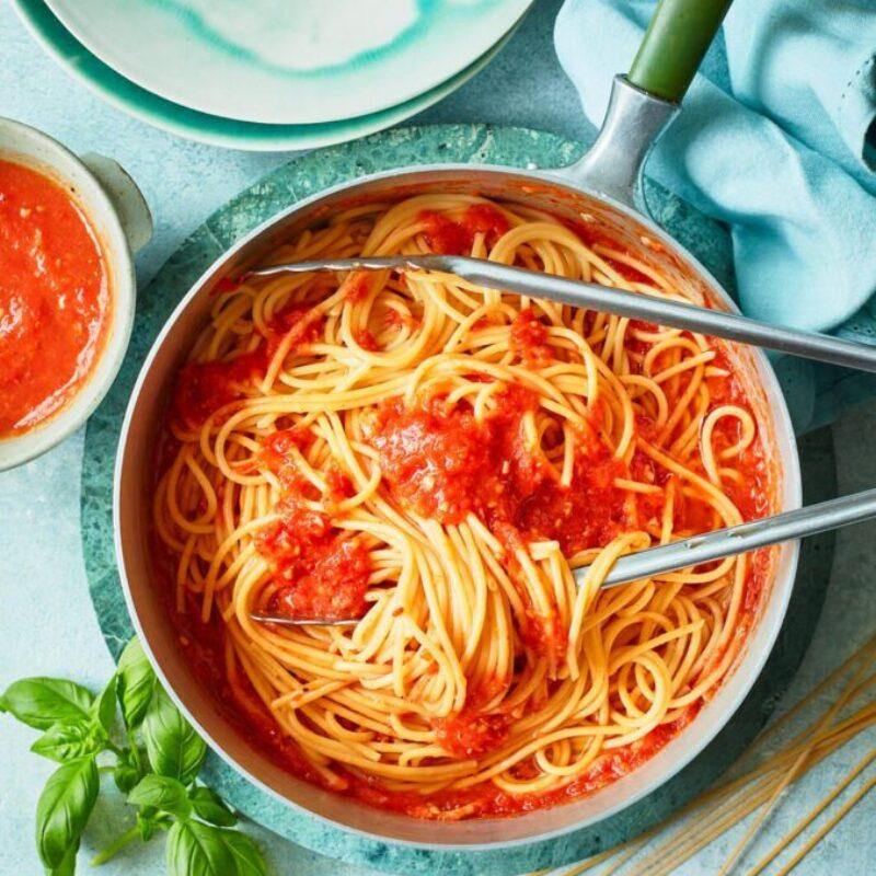 Spaghete cu sos de roșii prăjit lent