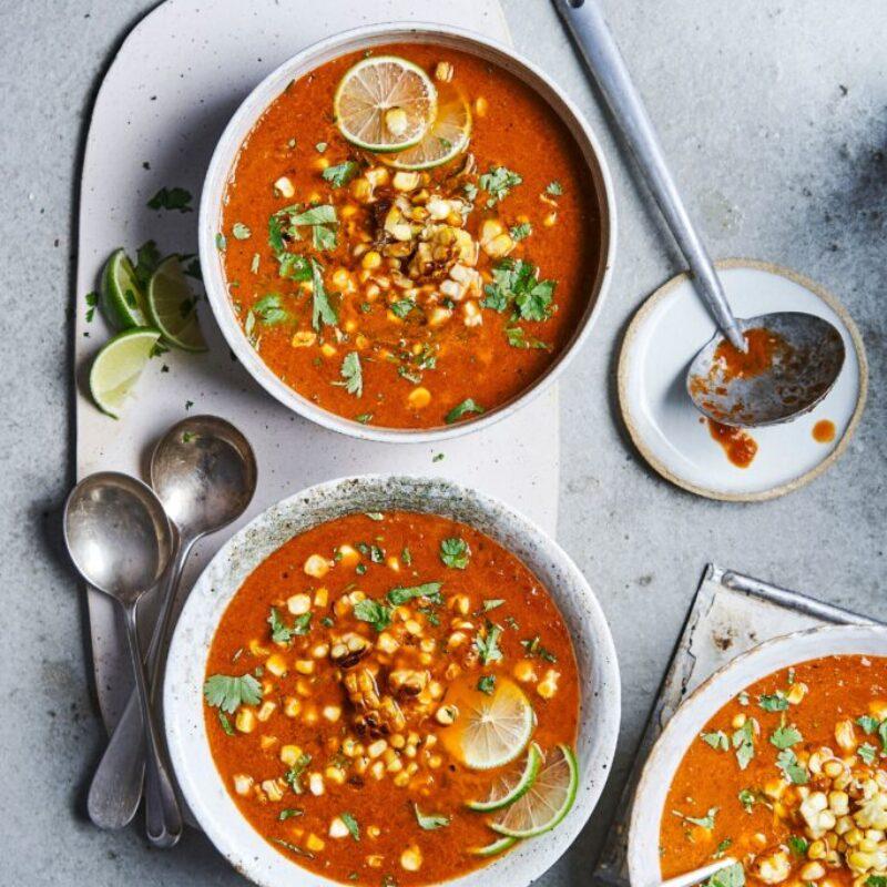 Rețetă vegană mexicană de supă de porumb dulce cu ardei iute